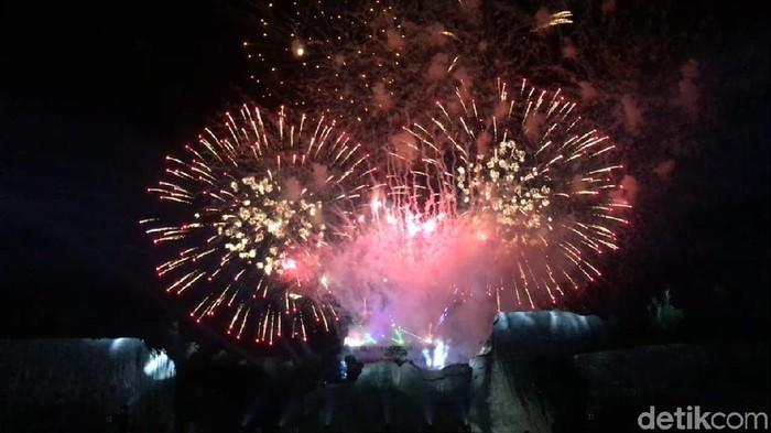Tips cara foto kembang api Tahun Baru. (Foto: Haris/detikTravel)