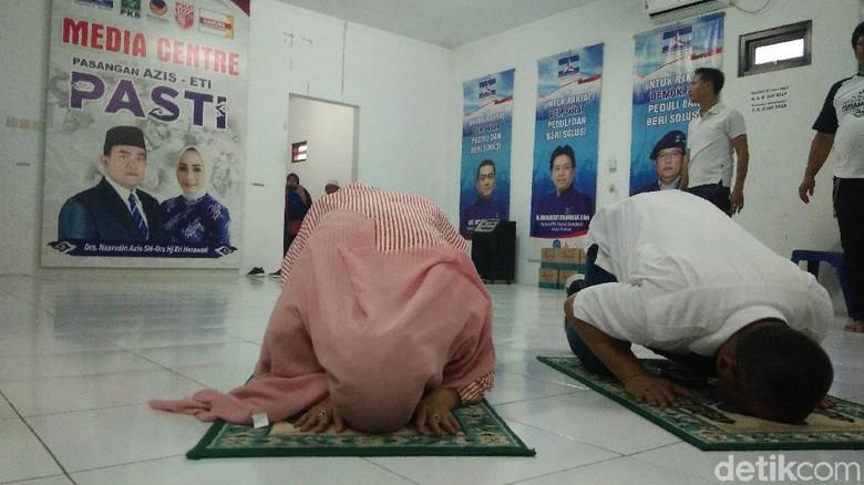 Klaim Menang PSU Pilwalkot Cirebon, Azis-Eti Sujud Syukur
