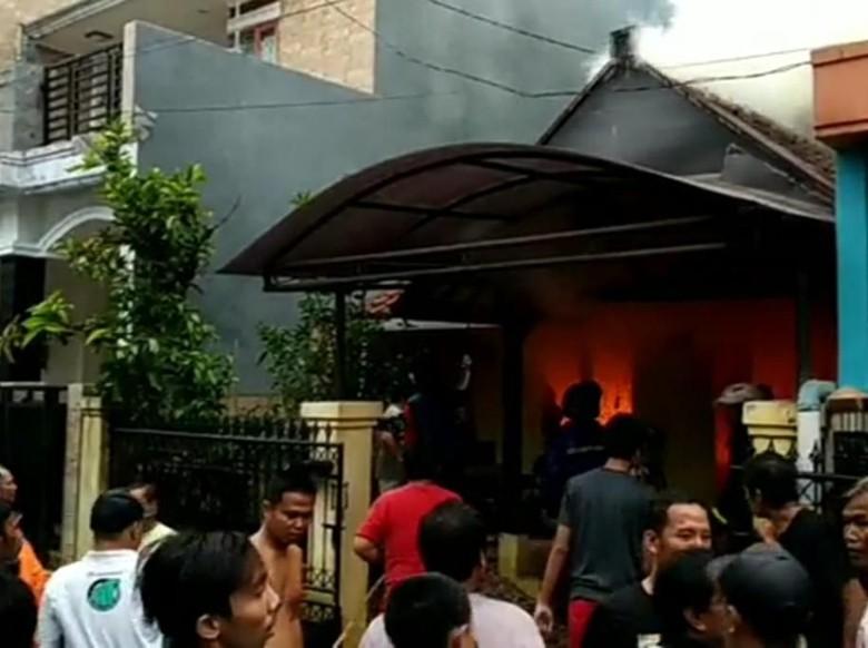 Usai Puting Beliung, Dua Rumah di Soreang Terbakar