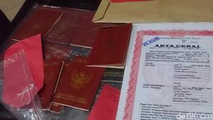 Buku Nikah Palsu di Pasar Pramuka Pojok Dibanderol Rp 2,5 Juta