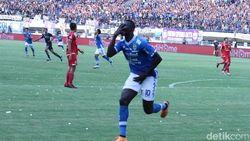 Persib Vs Persija Imbang 1-1 di Babak Pertama