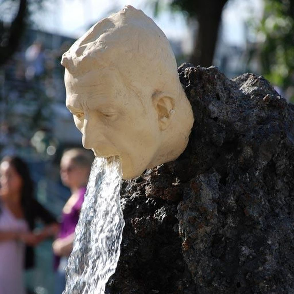 Aneh tapi Nyata! 10 Patung di Dunia Ini Bikin Kamu Tercengang