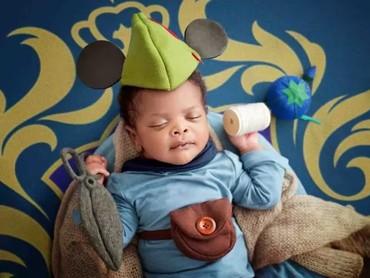 Si kecil memakai kostum Mickey Mouse di kartunnya yang berjudul Brave Little Tailor. (Foto: Karen Marie via Babble)