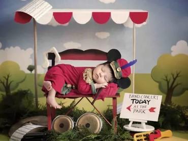 Kalau bayi yang satu ini memakai kostum Mickey Mouse di kartunnya yang berjudul The Band Concert. Kartun Mickey Mouse pertama yang berwarna. (Foto: Karen Marie via Babble)