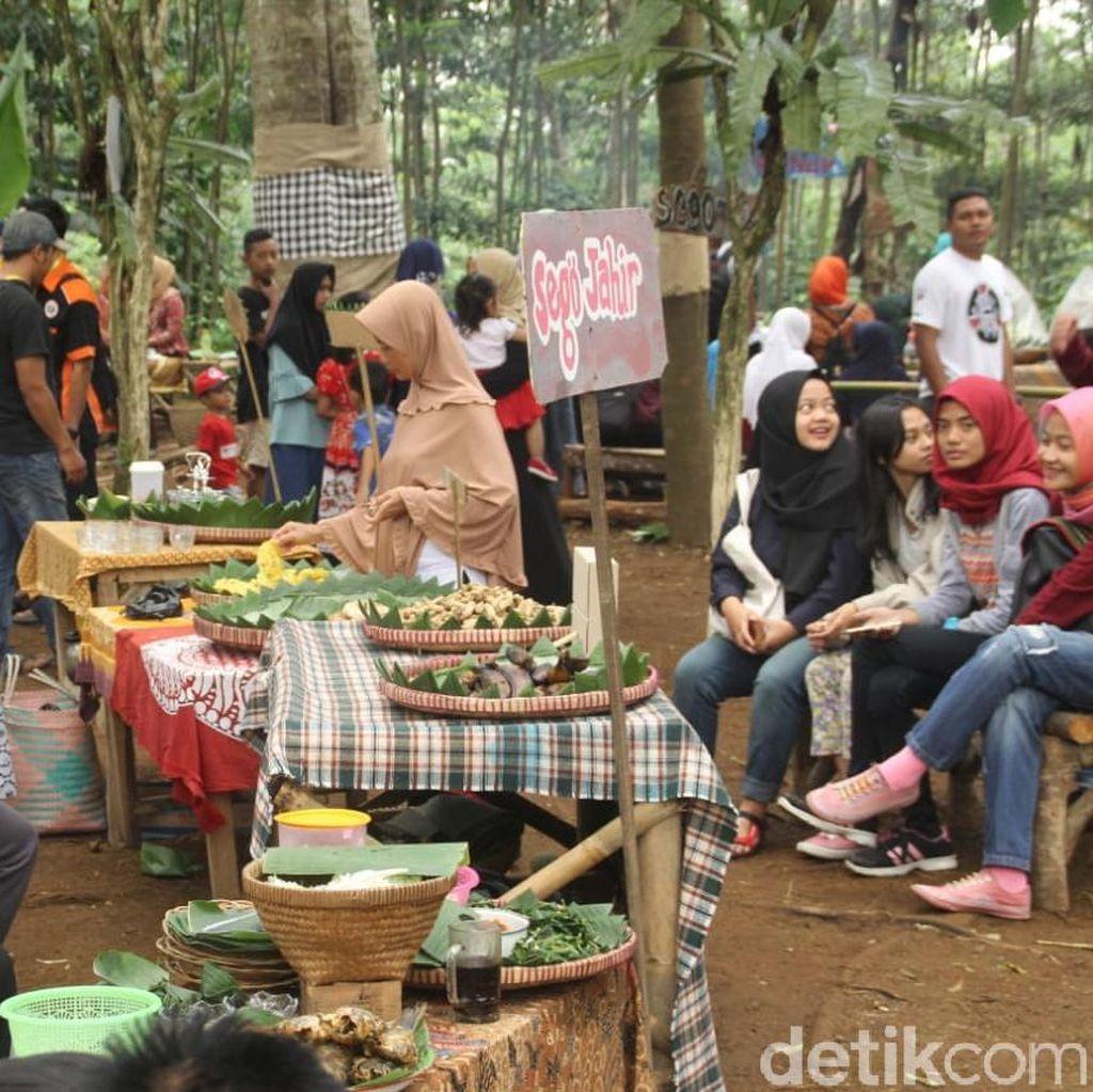 Pasar Unik Gaya Tempo Dulu di Tengah Hutan Wonosobo