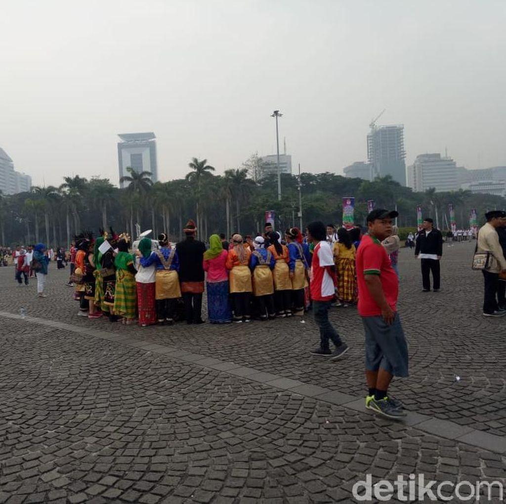 Karnaval Kampanye Damai: Jokowi Adat Bali, Maruf Amin Bersarung