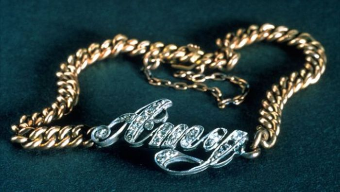 Koleksi Gelang Berlian terjual € 1,7 Juta atau Rp 29,6 miliar (kurs Rp 17.400). Kalung ini dikenakan para bangsawan di kapal Titanic. Istimewa/Catawiki.com