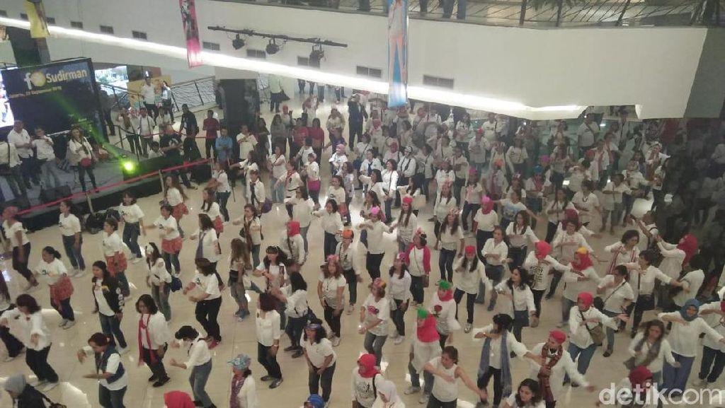 Dukung Pilpres Damai dan Ceria, Relawan Jokowi Gelar Flashmob