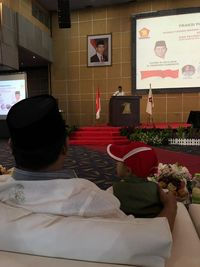 Prabowo bersama bocah yang memijatnya saat acara koalisi