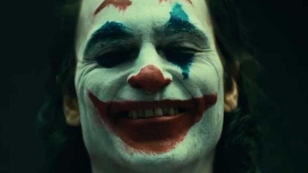 Terungkap Wujud Joaquin Phoenix Full Make Up sebagai Joker