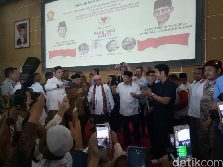 Saat Sandiaga Nyanyi 2019 Ganti Presiden dan Prabowo Berjoget