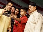 Prabowo-Sandiaga Uno Eksis Jadi Sasaran Selfie