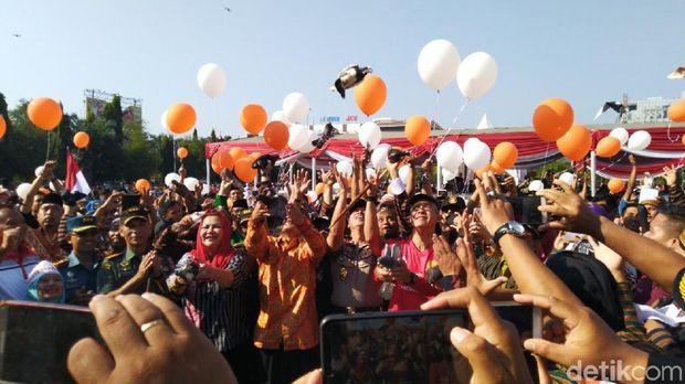 Jaga Suasana, Kandidat Pemilu Diminta Selfie Dengan Lawannya