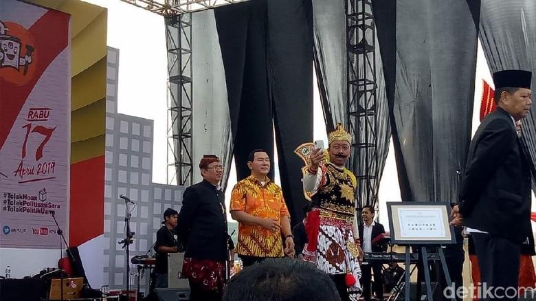 Foto: Ketum PPP Berkostum Gatot Kaca, Sekjennya Jadi Arjuna