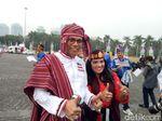 Pendukung Jokowi dan Prabowo Gunakan Pakaian Adat di Kampanye Damai