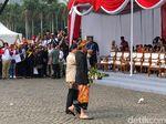 Usai Deklarasi Kampanye Damai, Jokowi-Prabowo Gandengan Tangan