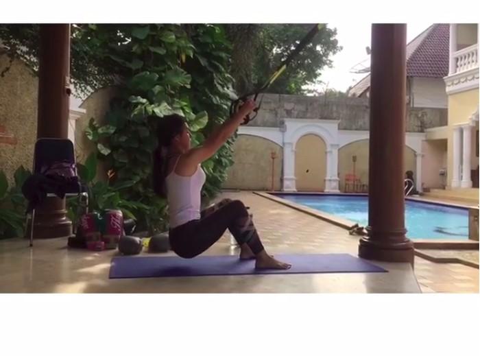 Nah ini morning routinenya Ibel. Hebat ya? (Foto: Instagram/_irishbella_)
