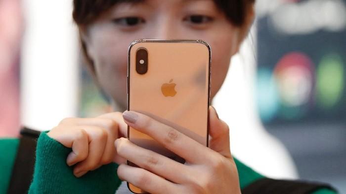 Saat ini pemerintah melakuan pantauan terhadap peredaran iPhone XS dan iPhone XS Max di Indonesia (Foto: Issei Kato/Reuters)