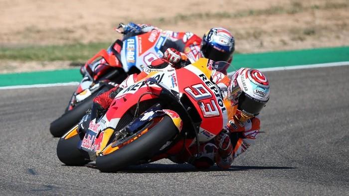 Serunya Marc Marquez vs Andrea Dovizioso di MotoGP Aragon memunculkan ketegangan di lini masa Twitter (Foto: Heino Kalis/Reuters)