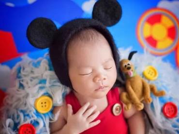 Terakhir, si bayi pakai kostum Mickey modern nih, Bun. (Foto: Karen Marie via Babble)Foto: Istimewa
