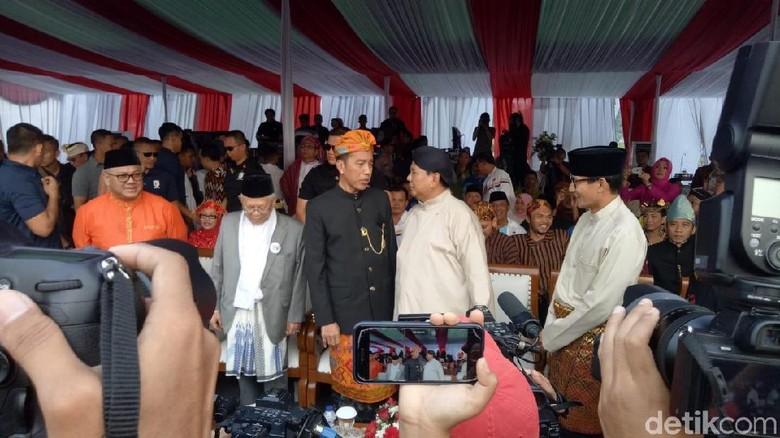 Jokowi Terima Dukungan Alumni, Sandiaga Jajal Tol Cipali