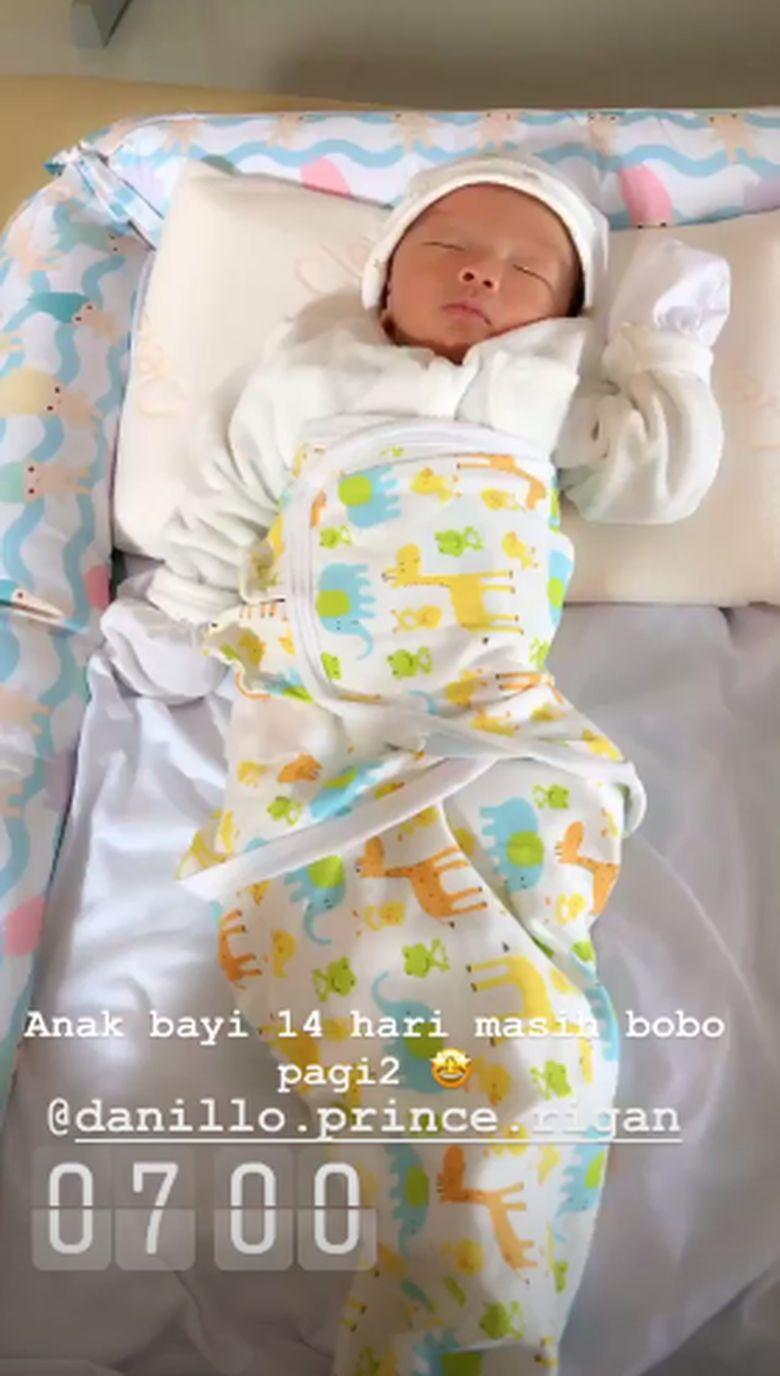 Bella Shofie memiliki bayi yang hingga saat ini belum bisa dipastikan siapa ayahnya. Bayi bernama Danillo Prince Rigan itu disebut sebagai anak dari Daniel Rigan. Foto: Instagram Bella Shofie