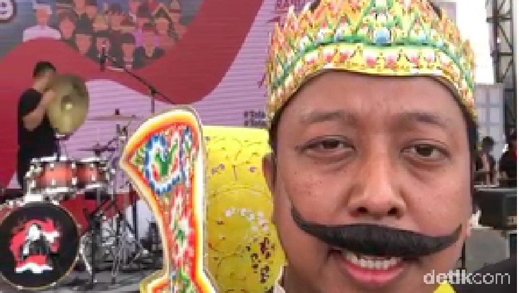 Foto: Rommy Koco, Ketum PPP Berkostum Gatot Koco