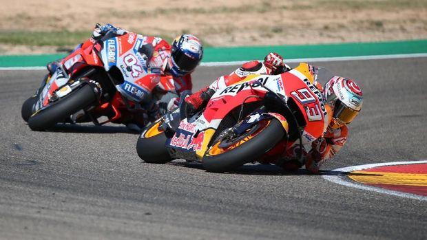 Duel ketat antara Marc Marquez dan Andrea Dovizioso mewarnai MotoGP Thailand 2018.