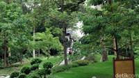 5 Kambing yang ditinggalkan oleh orang suci tadi berubah jadi batu dan kini dibuatkan patungnya di Yuexiu Park. Traveler bisa datang ke sini naik kereta atau bus. (Andini/detikTravel)