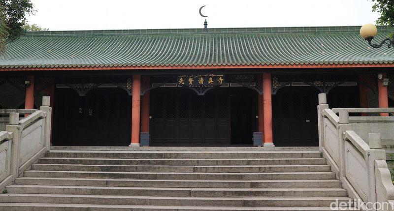 Islam sudah masuk ke China sejak masa dakwah Khalifah Usman bin Affan. Buktinya adalah Masjid Saad bin Abi Waqqas di Guangzhou yang mirip kelenteng (Andini/detikTravel)