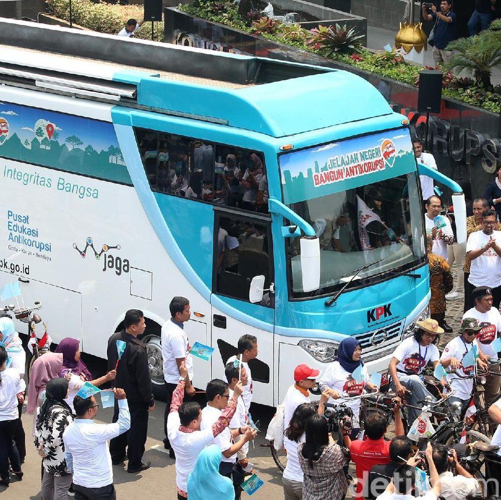 Foto: Bus Jelajah Negeri Bangun Antikorupsi KPK Mulai Bergerak