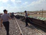 Penampakan KA Barang yang Tergelincir dan Terguling di Grobogan