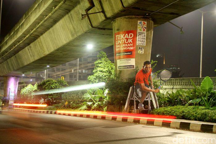 Sejumlah atlet Indonesia yang akan berlaga di Asian Para Games 2018 tampak menghiasi dinding di sejumlah jalanan kota Jakarta. Salah satunya adalah Agus Fitriadi yang merupakan atlet Indonesia peraih emas dari cabang olahraga tenis kursi roda.