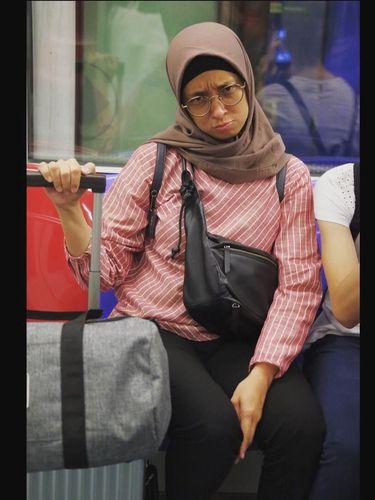 Jarang Tampil, Ini Gaya Istri Duta Sheila on 7 yang Berhijab
