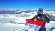Foto: 2 Mahasiswa Indonesia di Puncak Tertinggi Mongolia