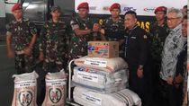 Kopassus Kirim 11 Ton Tenda-Makanan untuk Korban Gempa Lombok