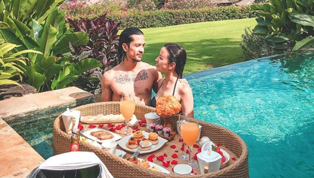 Kejutan Dibalik Foto Mesra Honeymoon Kimberly Ryder dan Edward Akbar