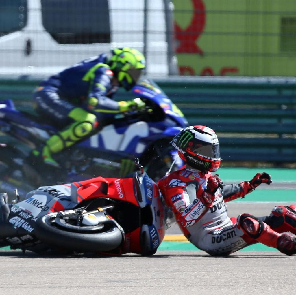 Detik-detik Lorenzo Terpental dan Mencium Aspal di GP Aragorn