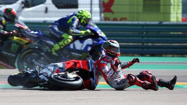 Jorge Lorenzo crash di tikungan pertama MotoGP Aragon