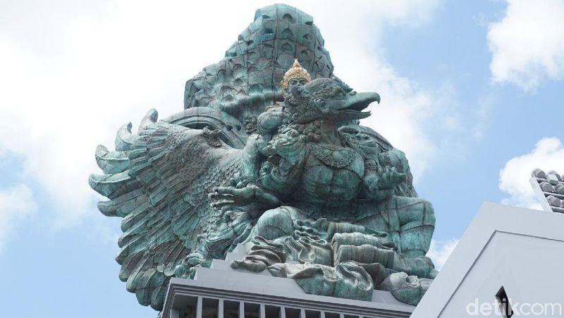 Patung karya seniman Bali, Nyoman Nuarta ini berjarak 30 menit dari Bandara I Gusti Ngurah Rai. (Aditya Mardiastuti/detikTravel)