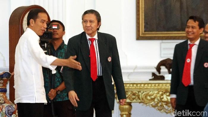 Jokowi berbincang dengan Prof Ilham Oetama Marsis (Foto: Rengga Sancaya)