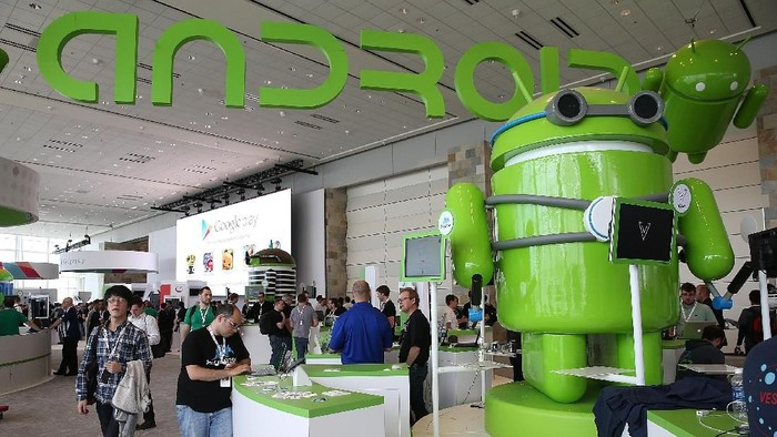 SAN FRANCISCO, CA - MAY 15:  Attendees visit the Android booth during the Google I/O developers conference at the Moscone Center on May 15, 2013 in San Francisco, California. Thousands are expected to attend the 2013 Google I/O developers conference that runs through May 17. At the close of the markets today Google shares were at all-time record high at $916 a share, up 3.3 percent.  (Photo by Justin Sullivan/Getty Images)