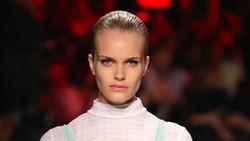Model dengan 3 Payudara di Milan Fashion Week, Adakah di Kehidupan Nyata?