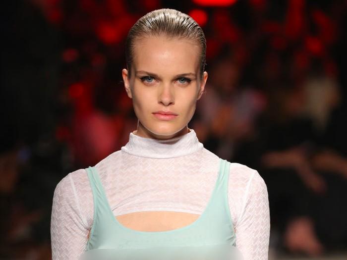 Model berpayudara tiga di Milan Fashion Week. Foto: Getty Images