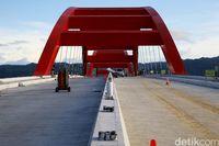 Jembatan Hamadi-Holtekamp dalam proses pembangunan.