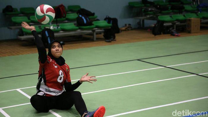Atlet voli duduk Nina Gusmita (Agung Pambudhy)
