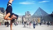Kasihan, Traveler Difabel Ini Dilarang Naik Menara Eiffel