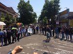 Mahasiswa Jember Demo, Kebijakan Impor Beras Sengsarakan Petani