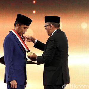 Momen Jokowi Hadiri Ulang Tahun Emas di Ritz-Carlton Jakarta