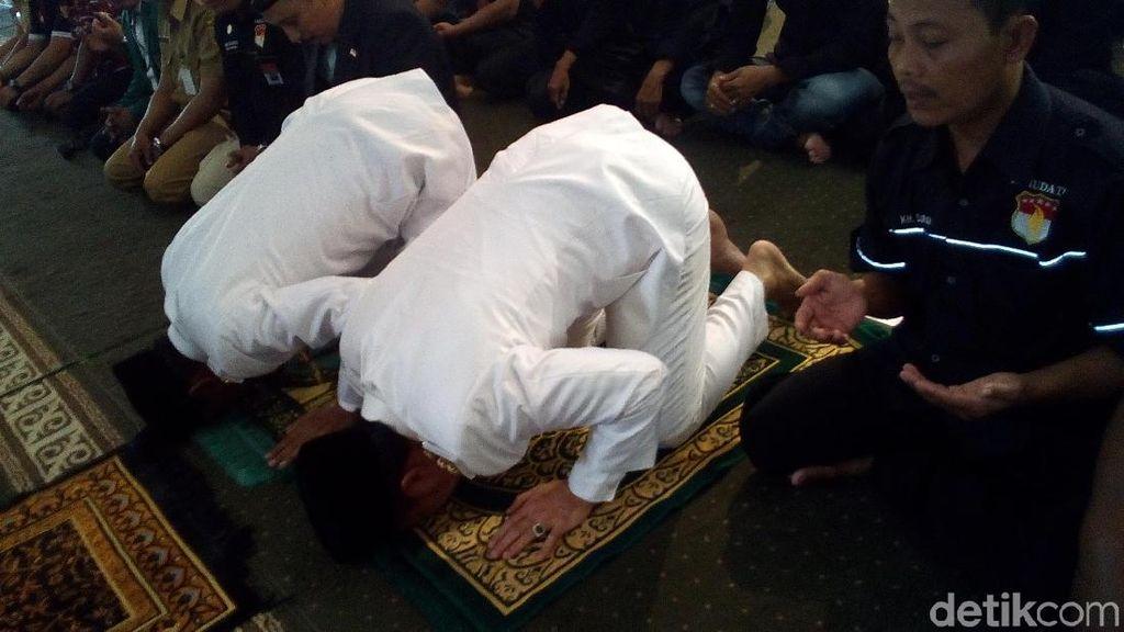 Sujud Syukur Bupati Kudus di Masjid Agung Usai Dilantik